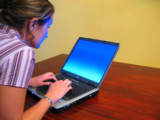 Woman-typing-on-laptop
